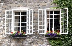 Rectángulos de ventana Montreal vieja imagenes de archivo