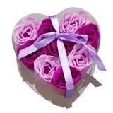 Rectángulo de regalo con las rosas como símbolo del amor Imagen de archivo