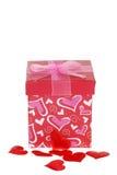 Rectángulo de regalo de las tarjetas del día de San Valentín con los corazones rojos Imagen de archivo