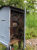 Rectángulo eléctrico viejo con el cableado Imagen de archivo