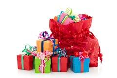 Rectángulos de regalo y bolso rojo Fotografía de archivo libre de regalías