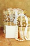 Rectángulos de regalo y tarjeta en blanco Foto de archivo libre de regalías