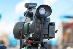 Recubrimiento de un evento con una cámara de vídeo fotografía de archivo libre de regalías
