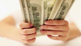 Recuento del dinero almacen de video