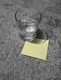 Recuerde: Nota de post-it Imagen de archivo