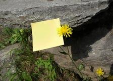 Recuerde: Nota de post-it Fotos de archivo libres de regalías