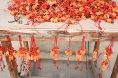 Recuerdo afortunado rojo por el zodia en creencias chinas fotografía de archivo