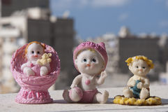 Recuerdo decorativo de la estatua de cerámica del bebé imagen de archivo libre de regalías