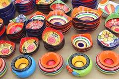 Recuerdos de la cerámica en el mercado de Sineu, Mallorca, España Foto de archivo libre de regalías