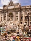 Recuerdos en la fuente del Trevi en Roma Fotografía de archivo