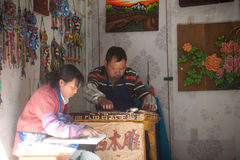 Recuerdos hechos de la madera de tienda hecha a mano en la ciudad vieja de Dayan. Foto de archivo libre de regalías