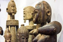 recuerdos hechos a mano de madera kenian Fotos de archivo