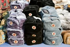Recuerdos rusos - sombreros de piel Imagen de archivo