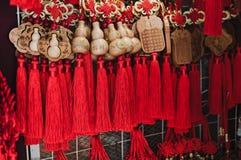 Recuerdos tradicionales coloridos en mercado de China Imagen de archivo