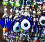 Recuerdos turcos Males de ojo azules tradicionales Foto de archivo
