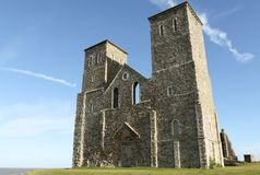 Reculver耸立12世纪教会罗马撒克逊人的岸堡垒和遗骸  库存图片