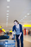 Recuperación de bagaje en el aeropuerto Fotos de archivo libres de regalías