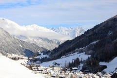 Recurso da neve de St. Anton, Áustria imagens de stock royalty free
