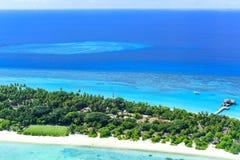 Recurso do Palm Beach & termas Maldivas no atol de Lhaviyani imagem de stock royalty free