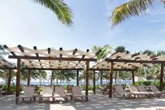 Recurso e praia tropicais foto de stock
