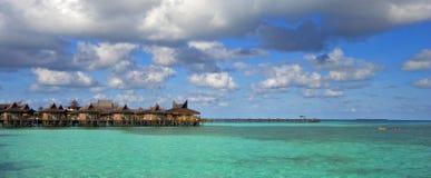 Recurso tropical no mar de turquesa Fotos de Stock Royalty Free