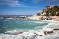 Recurso tropical Puerto Vallarta A melhor praia em México Opinião do Oceano Pacífico foto de stock