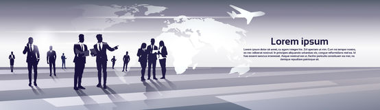Recursos de Team Silhouette Businesspeople Group Human del negocio sobre concepto del vuelo del viaje del mapa del mundo Foto de archivo