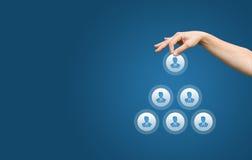 Recursos humanos y concepto corporativo de la jerarquía - equipo completo del reclutador de una persona del líder imagen de archivo