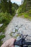 Recyclage en montagne Photographie stock libre de droits