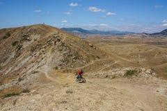 Recyclage en montagnes Photographie stock libre de droits