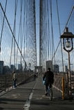 Recyclage sur la passerelle de Brooklyn Photos libres de droits