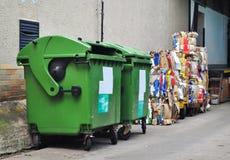 Recycle ha usato la carta immagini stock
