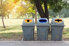 Recycleer bak in openbaar park royalty-vrije stock foto's