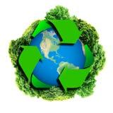 Recycleer embleem met boom en aarde Ecobol met kringlooptekens Ecologieplaneet met met rond bomen De Aarde van Eco Royalty-vrije Stock Afbeelding