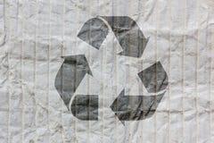 Recycleer embleem op oud document Stock Foto