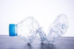 Recycleer gebruikte flessen royalty-vrije stock fotografie
