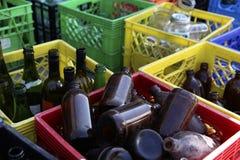Recycleer glasflessen stock afbeelding