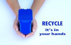 Recycleer, is het in uw handen Royalty-vrije Stock Foto's