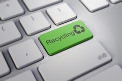 Recycleer ingaan sleutel in groen Stock Foto