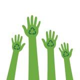 Recycleer ontwerp Handen met kringloopsymbool Royalty-vrije Stock Afbeeldingen