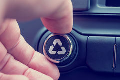 Recycleer pictogram op een stuk van elektronisch materiaal Stock Afbeelding
