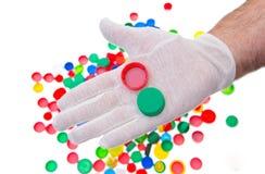 Recycleer plastic kroonkurken, kleuren plastic kappen stock afbeeldingen