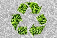 Recycleer voor groene aard, symbool door verse grasbladeren. Stock Afbeelding