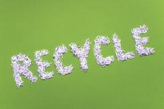 Recycleer woord op groen Stock Fotografie