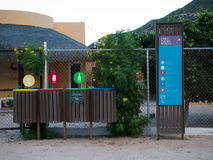 Recycleer wordt genomen ernstig zelfs in kleine dorpen Royalty-vrije Stock Afbeelding