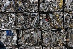 Recyclerende aluminiumkubussen Stock Foto's