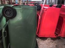 Recyclerende bakken, Openbaar afval Stock Foto's
