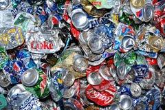 Recyclerende gebruikte aluminiumblikken Stock Afbeelding