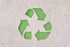 Recyclig symbol på återanvänt papper Royaltyfri Foto