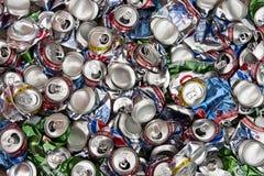 Recycling - de Blikken van de Dranken van het Aluminium Stock Foto's
